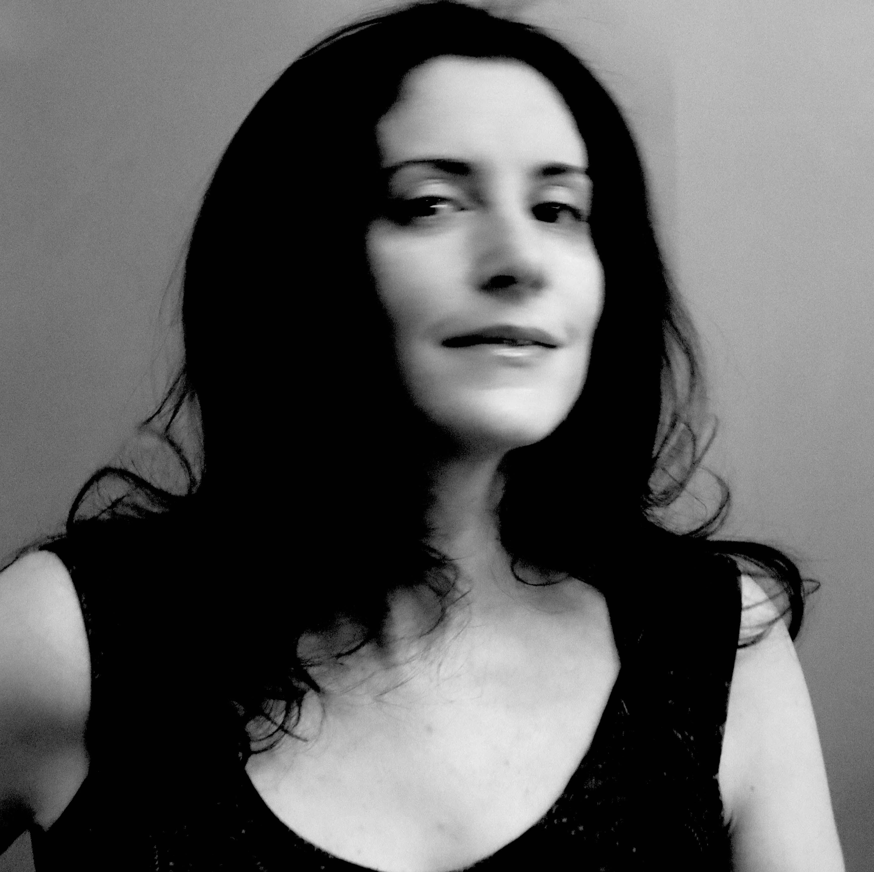 New Headshot Leonora Desar